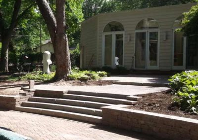stone-capped-retaining-wall-with-stairs-002