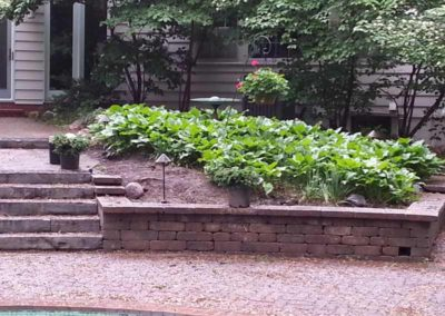 stone-capped-retaining-wall-with-stairs-004