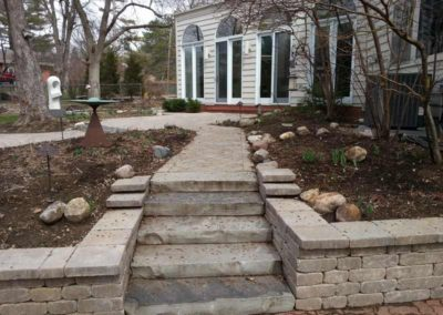 stone-capped-retaining-wall-with-stairs-005