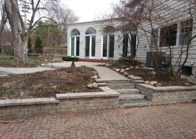 stone-capped-retaining-wall-with-stairs-006