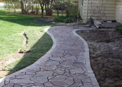 stone-paved-front-entry-walkway-002