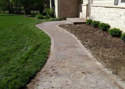 stone-paved-front-entry-walkway-005